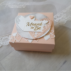 Read more about the article WEDDING RING BOX AND CARDS